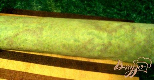 Рулет из брокколи с семгой.