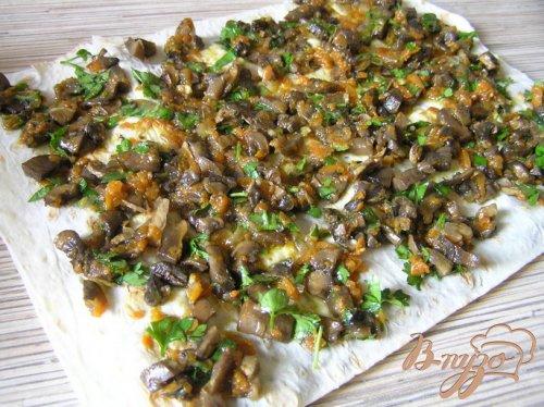 Закуска в лаваше с грибами