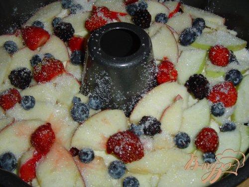 Яблочно-ягодный пирог-десерт с заливкой