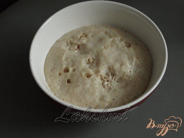 Фото приготовление рецепта: Яблочно-луковый пирог с голубым сыром шаг №1