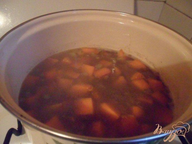Фото приготовление рецепта: Арабская чечевично - тыквенная похлёбка шаг №4