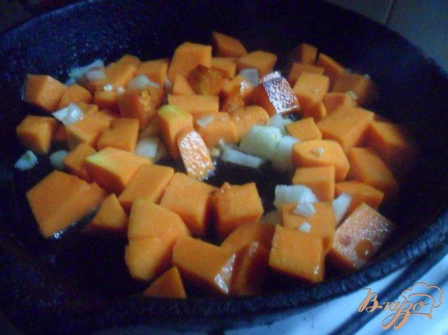 Фото приготовление рецепта: Арабская чечевично - тыквенная похлёбка шаг №3