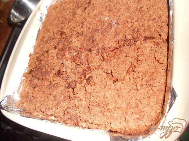 Фото приготовление рецепта: Шоколадный торт с хурмой шаг №8