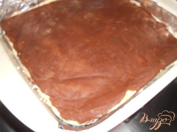 Фото приготовление рецепта: Шоколадный торт с хурмой шаг №7