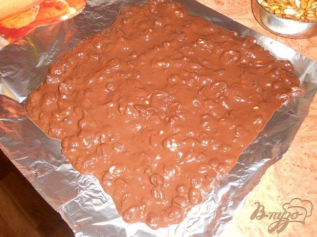 Фото приготовление рецепта: Шоколадный торт с хурмой шаг №5