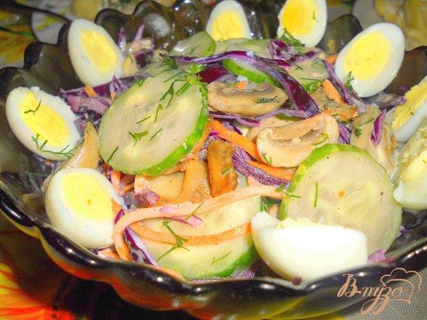 Фото приготовление рецепта: Капустный салат с грибами шаг №5