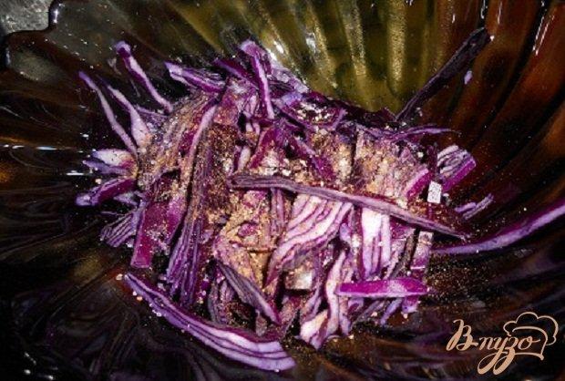 Фото приготовление рецепта: Капустный салат с грибами шаг №2