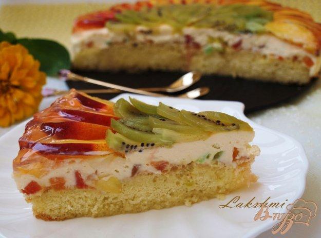 Рецепт Бисквитный торт с нектаринами и киви