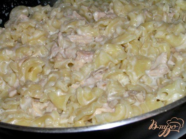 Фото приготовление рецепта: Паста с мясом в соусе бешамель шаг №7