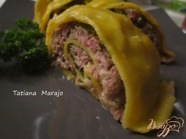 фото рецепта: Тыквенный рулет с мясной начинкой