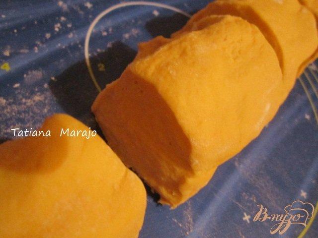 Фото приготовление рецепта: Тыквенный рулет с мясной начинкой шаг №6