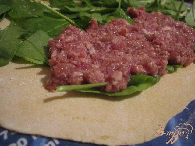 Фото приготовление рецепта: Тыквенный рулет с мясной начинкой шаг №7