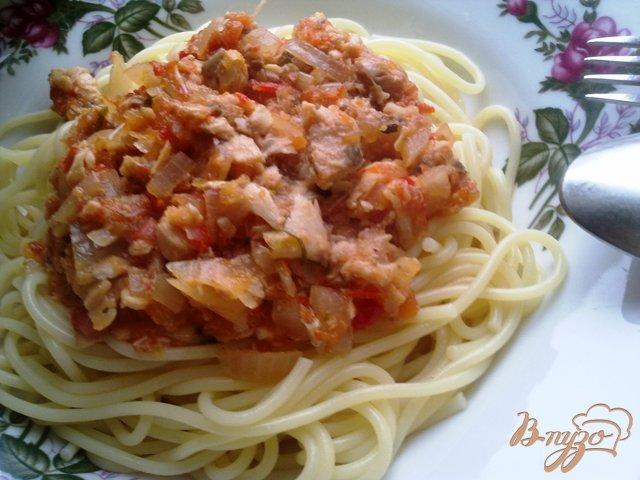 Фото приготовление рецепта: Спагетти с соусом из  горбуши шаг №10