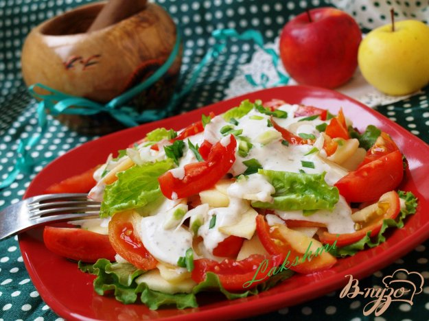 Рецепт Салат с яблоками и помидорами с горчичной заправкой