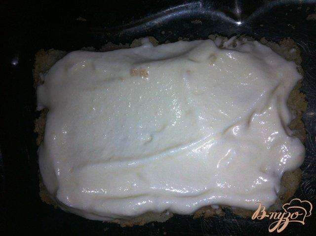Фото приготовление рецепта: Яблочное пирожное с карамелизированными овсяными хлопьями шаг №12