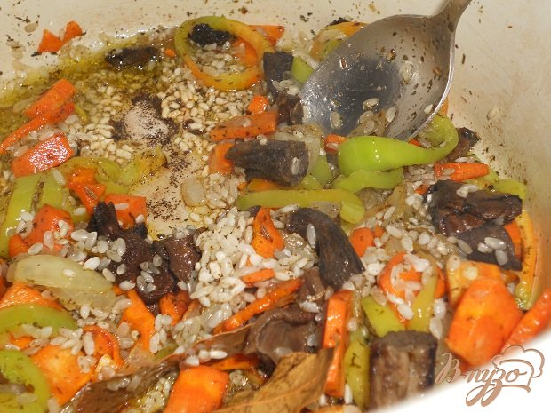 Фото приготовление рецепта: Рисовый суп с маслятами шаг №2