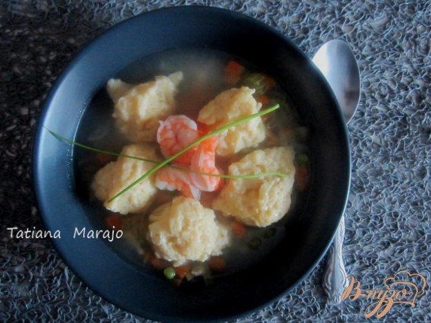 Рецепт Суп с сырными клецками и креветками