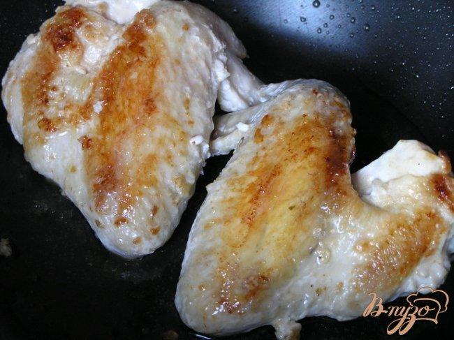 Фото приготовление рецепта: Крылышки в чесночно-сметанном маринаде шаг №3
