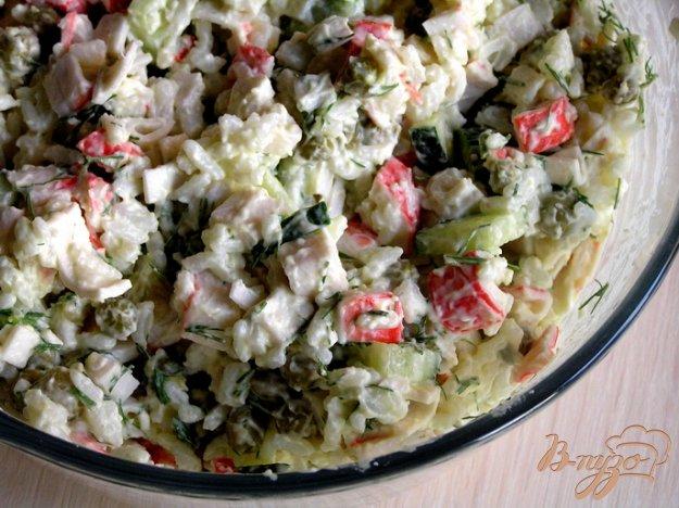 Рецепт Салат с крабовыми палочками, рисом и зеленым горошком