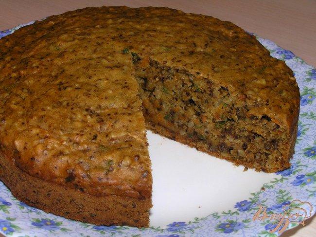 Фото приготовление рецепта: Мятный морковный пирог с грецкими орехами шаг №6