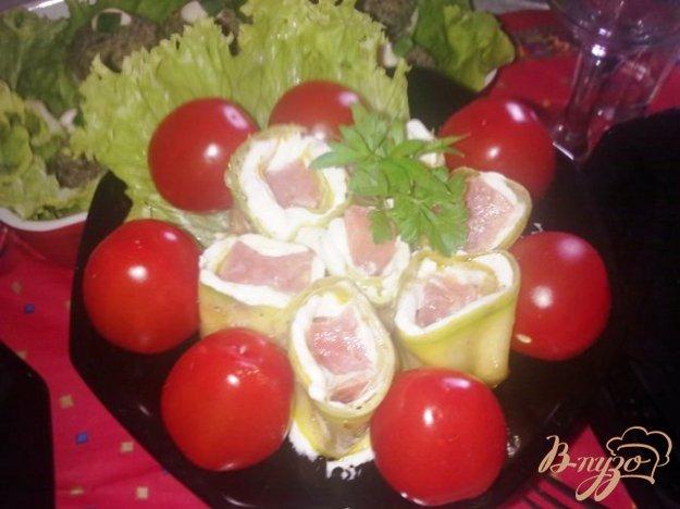 Рецепт Рулетики из цуккини с лососем