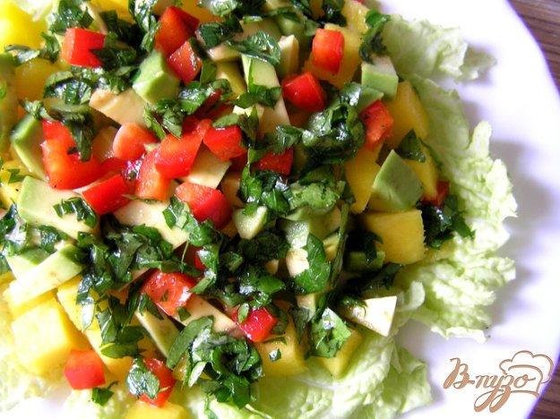 Рецепт Салат с манго и авокадо в пикантной заправке