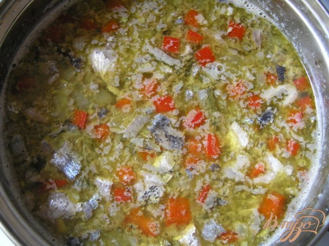 Фото приготовление рецепта: Суп с консервой шаг №6