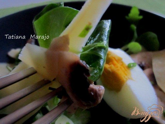 Фото приготовление рецепта: Салат с грибами шаг №5