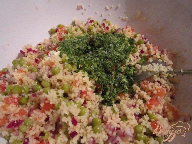 Фото приготовление рецепта: Легкий салат с крупой шаг №3