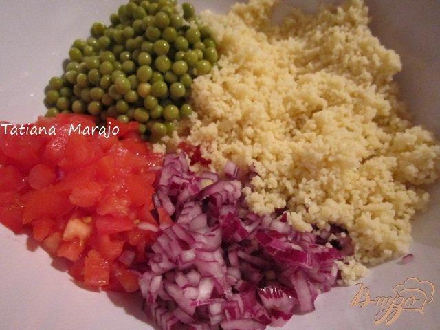 Фото приготовление рецепта: Легкий салат с крупой шаг №1