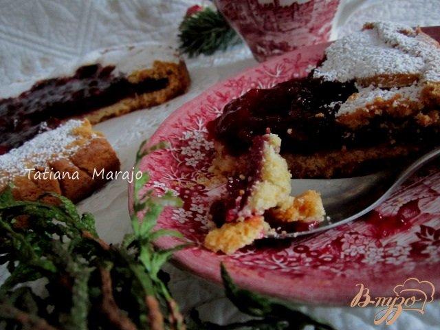 Фото приготовление рецепта: Песочный пирог с ягодами шаг №13