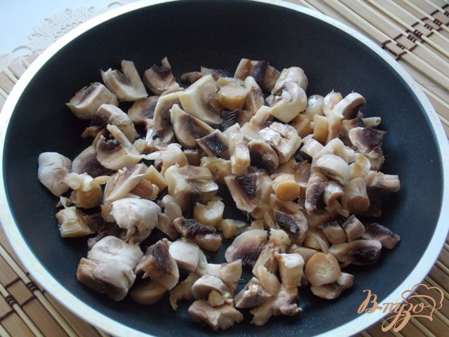 Фото приготовление рецепта: Котлеты  с грибами и сыром шаг №1