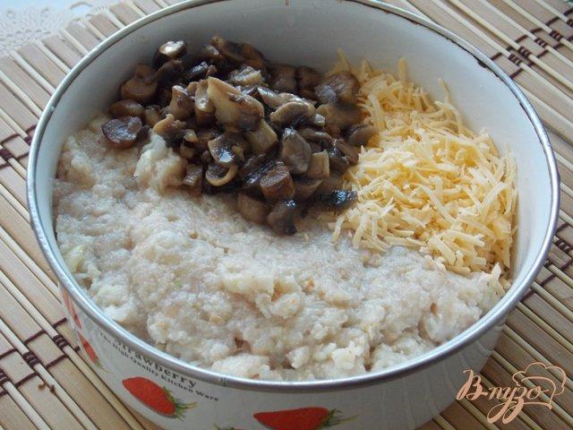 Фото приготовление рецепта: Котлеты  с грибами и сыром шаг №2