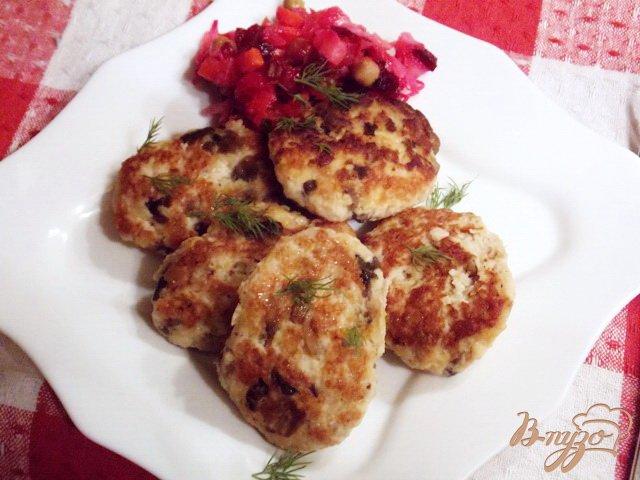 Фото приготовление рецепта: Котлеты  с грибами и сыром шаг №4