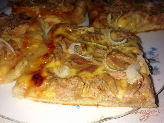 Фото приготовление рецепта: Пицца с тунцом шаг №10