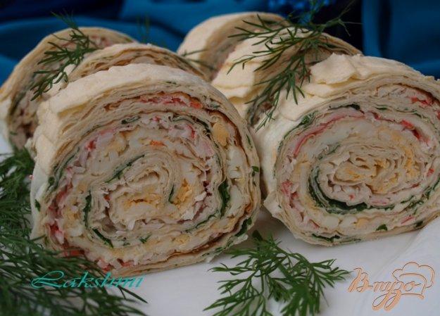 Рецепт Праздничный рулет из лаваша с яйцами,крабовыми палочками и творожным сыром