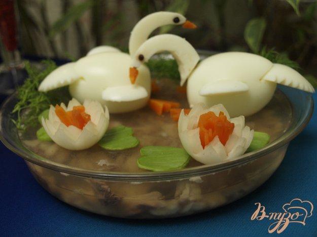 фото рецепта: Рыбное заливное с украшением