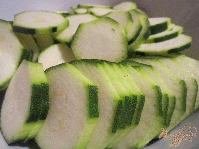 Фото приготовление рецепта: Запеканка из кабачков с соусом Песто шаг №1