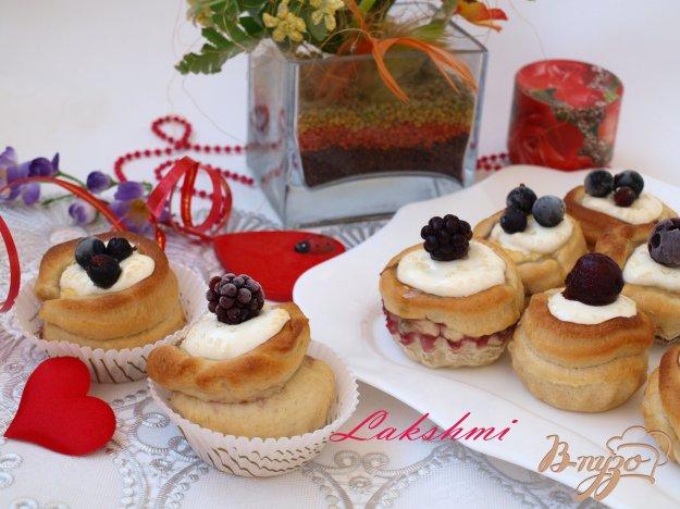 Рецепт Булочки с творожной начинкой и ягодами
