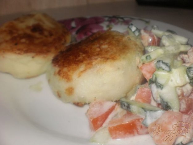 фото рецепта: Картофельные котлеты с мясной начинкой