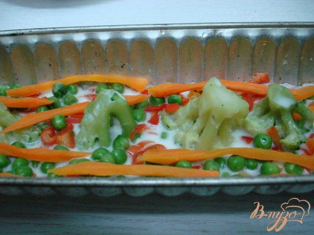 Фото приготовление рецепта: Заливное с курицей и овощами. шаг №4