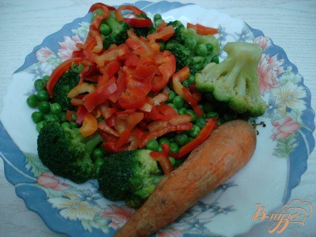 Фото приготовление рецепта: Заливное с курицей и овощами. шаг №2