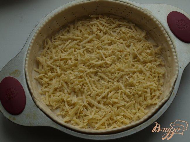 Фото приготовление рецепта: Сырный пирог с яблоками и тмином шаг №2