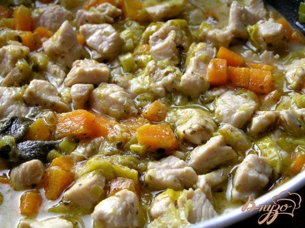фото рецепта: Рагу из индейки с луком-пореем