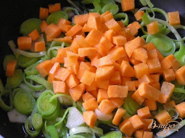 Фото приготовление рецепта: Рагу из индейки с луком-пореем шаг №1