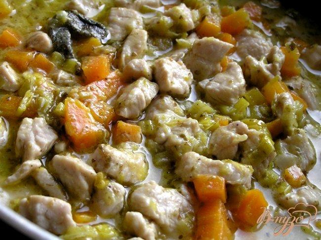 Фото приготовление рецепта: Рагу из индейки с луком-пореем шаг №5