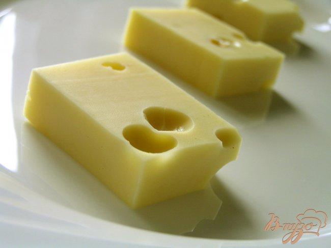 Фото приготовление рецепта: Маринованный сыр шаг №3