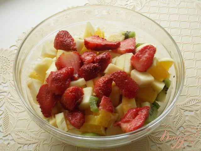 Фото приготовление рецепта: Салат фруктовый шаг №5