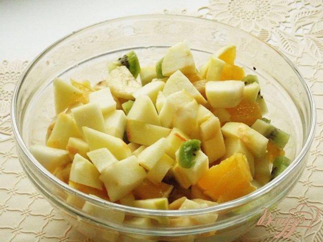 Фото приготовление рецепта: Салат фруктовый шаг №4