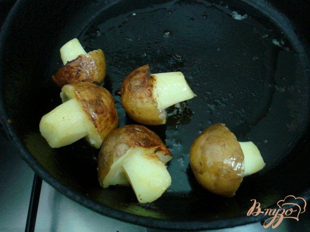Фото приготовление рецепта: Грибочки из картофеля шаг №3